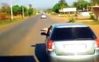 Video: Tài xế xe con hăm dọa xe tải