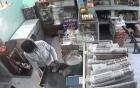 Để trộm nhìn thấy chỗ cất giấu, chủ quán mất 2 cọc tiền