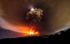 Bất ngờ trước cảnh tượng núi lửa cao nhất châu Âu phun ra sét