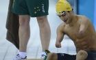 Video: VĐV bơi lội không tay đánh bại các đối thủ lành lặn