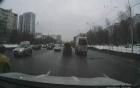 Taxi thô bạo chèn xe cứu thương