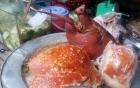 Nóng hổi món lợn quay lá mắc mật