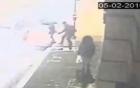 Thiếu nữ bị sàm sỡ trên phố đông gây phẫn nộ