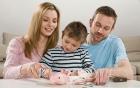 Cho trẻ em làm quen với tiền, liệu có nên?