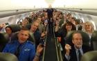 Vì sao bạn phải tắt di động khi lên máy bay?