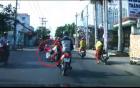 Vượt ẩu, người phụ nữ đi xe ga nằm đường