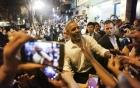 Video: Lần Obama tháo nhẫn cưới khi bắt tay người dân Argentina