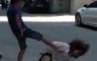 Video: Bạo hành bạn gái giữa phố vì không đòi được