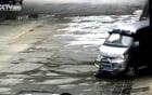 Video: Bị ô tô đâm, cậu bé thoát chết thần kỳ