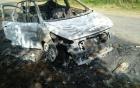 Ô tô chở 5 người đi chụp ảnh cưới bị cháy rụi trên đường