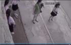 5 cô gái bất lực nhìn theo tên trộm xe máy