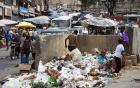 Khủng hoảng ở Venezuela, người bới rác kiếm đồ ăn kẻ ung dung mở tiệc