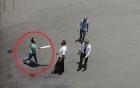 Video: Nữ côn đồ vác mã tấu truy sát nhân viên bến xe Vinh