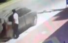 Xe tải ủi bay xe 7 chỗ, tài xế thoát chết ngoạn mục