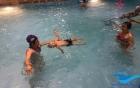 Dạy học bơi: Tự dạy bơi cho con tại nhà