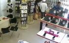 2 thanh niên dàn cảnh trộm điện thoại Galaxy S7 Edge tại FPT shop