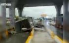 Trung Quốc xuất hiện lốc xoáy kinh hoàng phá tan trạm thu phí