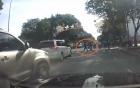 Tài xế ô tô dọa đánh người nhường đường đi bộ vì tưởng bị chặn xe