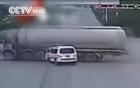 Xe cứu thương đánh võng, lạng lách gây tai nạn trên phố đông người 2