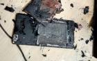 Video: Kinh hãi điện thoại Trung Quốc phát nổ, bốc cháy khi đang dùng