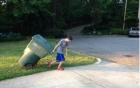 Mở dịch vụ gom rác, cậu bé 11 tuổi nuôi mộng làm giàu