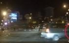 Sang đường bất cẩn, xe máy nam thanh niên bị ô tô cán qua