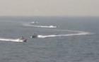 Video: 4 tàu hải quân Iran quây chặt khu trục hạm Mỹ