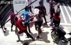Hàng chục côn đồ vác dao rựa chém nhau tán loạn trên phố Sài Gòn
