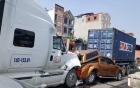 Tin tai nạn giao thông mới nhất 27/8: 2 nữ sinh bò ra từ gầm xe tải 2