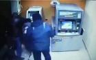 Trộm cả cây ATM chóng vánh trong nháy mắt