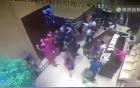 100 người Trung Quốc chen lấn đăng ký mua nhà làm đổ sập cửa
