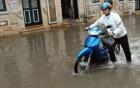 Làm gì khi xe máy bị ngập nước chết máy