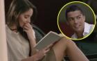 Ronaldo tiu nghỉu khi định cởi áo tán tỉnh cô hàng xóm