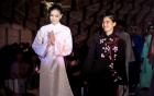 Hoa hậu Phạm Hương hát tuồng cổ trên sàn diễn thời trang