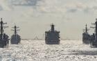 Cách tiếp nhiên liệu cho tàu vận tải đổ bộ trong tình trạng song hành
