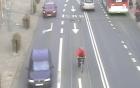 Sai làn, người đi xe đạp bị ô tô đâm trực diện, hất văng lên trời