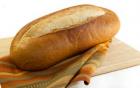 Hướng dẫn làm trắng răng với bánh mì cấp tốc