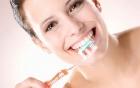 Cách làm trắng răng cho người hút thuốc lá hiệu quả