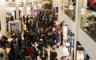 Người Mỹ háo hức mua sắm dịp Black Friday, doanh thu bán lẻ tăng mạnh