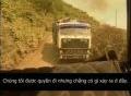 Nữ tài xế liều lĩnh lái xe tải qua đoạn đường tử thần