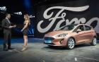 Ford Fiesta 2017 trình làng, thêm phiên bản gầm cao
