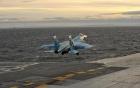 Tiêm kích Su-33 trượt boong tàu, lao thẳng xuống biển