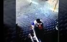Clip thót tim màn giải cứu 2 bé gái thoát khỏi lưỡi hái tử thần
