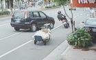 Xe máy đánh lái thần tốc tránh ôtô