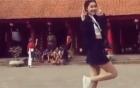Video: Cô gái trẻ mặc váy ngắn nhảy nhót tại Văn Miếu gây xôn xao