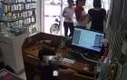 Hà Nội: Mẹ dạy con trai 3 tuổi ăn trộm điện thoại, nhét vào bỉm