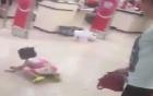 Hà Nội: Bé gái bị mẹ mắng chửi, đánh ở siêu thị vì...làm mất gói kẹo