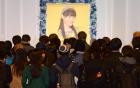 Nhiều người hâm mộ đến đưa tang sao nữ Nhật ra đi ở tuổi 18