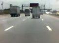 Thót tim khoảnh khắc xe con rơi từ cầu vượt xuống đường