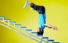 """Dùng """"Thiết đầu công"""" để lập kỷ lục leo bậc thang bằng đầu"""